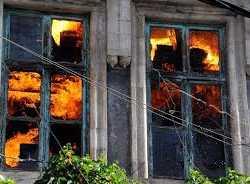 رفض بيع مطعمه في دمشق فأحرقته الميليشيات.. هكذا تنتقم إيران من الأسواق الأثرية لعاصمة السوريين