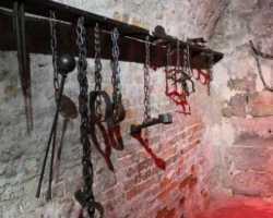 قوائم الموت تؤكد مقتل عالمة ذرة، ومهندسة كمبيوتر جراء التعذيب في سجون النظام