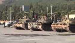 الجيش الحر يستعرض غنائمه العسكرية