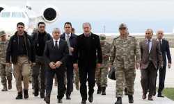 وزير الدفاع التركي يجري جولة تفقدية على الحدود مع سوريا