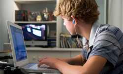 جناية الإنترنت على الأسرة والمجتمع