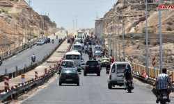 بعد سنوات على إغلاقه.. قوات النظام تعيد فتح طريق حمص - حماة