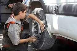 الحرب في سوريا تدفع الأطفال إلى العمل