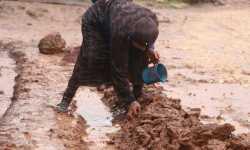 صور .. أمطار الشتاء تزيد معاناة النازحين وتغرق خيامهم