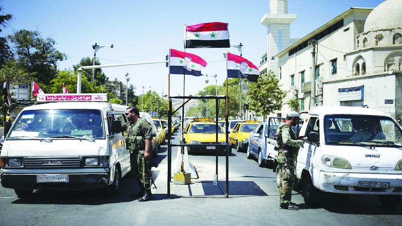 حملة اعتقالات وتجنيد غير مسبوقة تشنها قوات النظام على الشباب في مناطق سيطرته