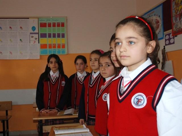 التربية التركية تشجع على الاستفادة من برنامج المساعدة المالية للطلاب السوريين..كيف تحصل عليها؟