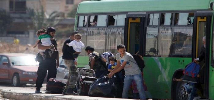 الدفعة السابعة من مهجري الوعر تصل إلى مشارف إدلب