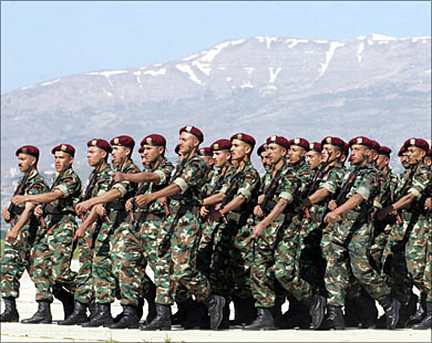 حملة اعتقالات واسعة في الجيش السوري شملت ضباطاً كباراً.. وتصفية جماعية في سجن تدمر