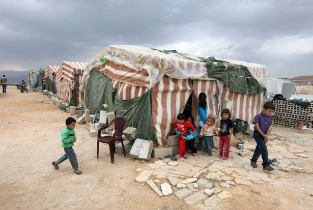 المنسق الأممي لشؤون اللاجئين السوريين: المناطق الآمنة لا تكفي لعودة اللاجئين