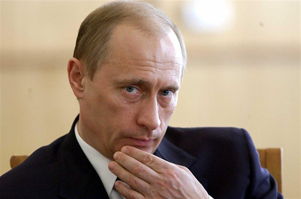 بوتين يهرب من أزماته الداخلية
