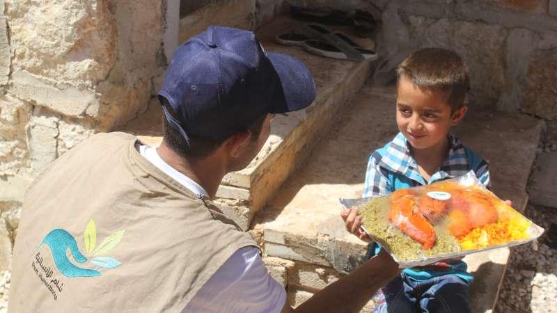 إدلب.. موائد الخير عامرة في رمضان