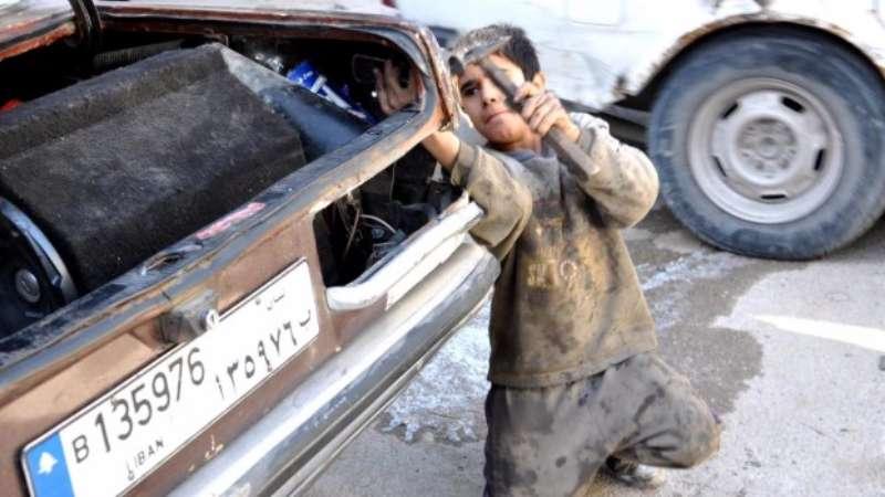 كيف يساهم تواطؤ الأمم المتحدة باستغلال اللاجئين السوريين في لبنان؟