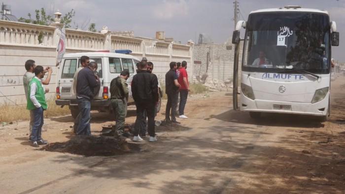 الدفعة الأولى من مهجري حي برزة الدمشقي تصل إلى إدلب