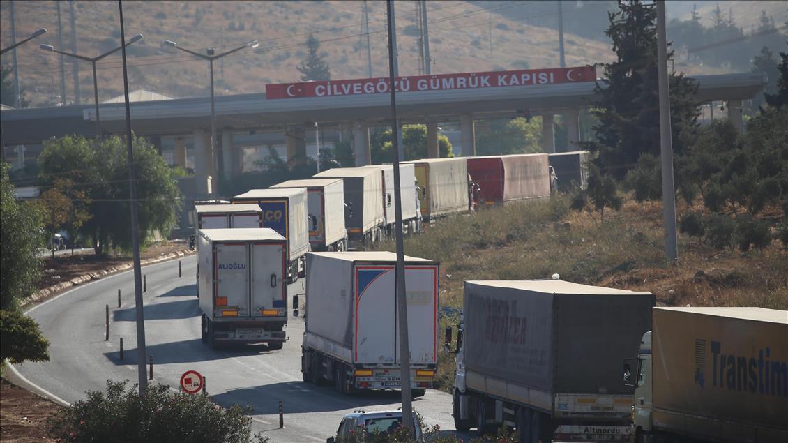 بعد رفع القيود التركية عنه..باب الهوى متاح أمام الشاحنات التجارية