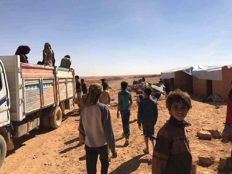 عشرات العائلات النازحة من دير الزور تصل مخيم الركبان الحدودي