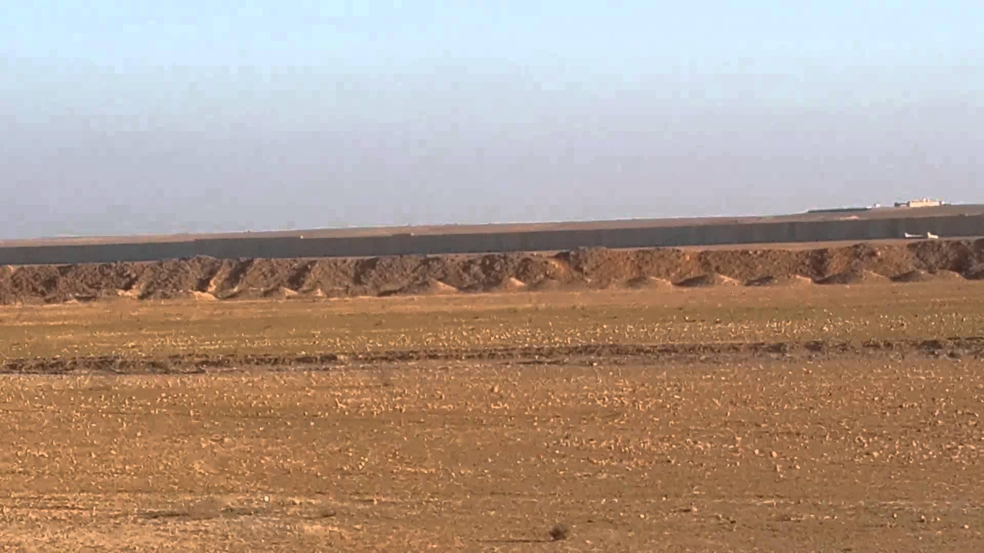 البدء بإقامة سواتر ترابية على الحدود العراقية - السورية