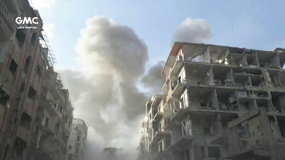 عشرات الغارات على الغوطة المحاصرة، والنظام يستهدف المدارس