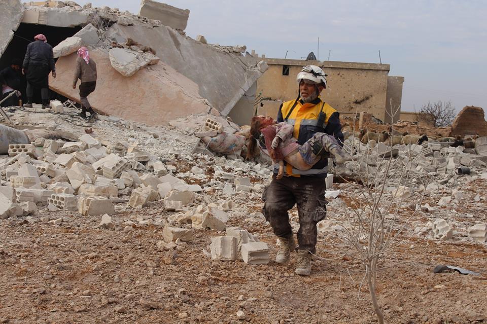 نشرة أخبار سوريا- قصف هستيري وحركة نزوح كبيرة في ريف إدلب الجنوبي، والمضادات الروسية تعترض صواريخ غراد قبل وصولها إلى قاعدة حميميم -(28-12-2017)