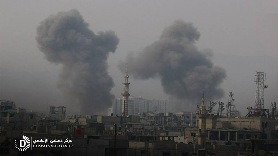 نشرة أخبار سوريا- قصف جنوني على الأحياء السكنية في الغوطة الشرقية، والثوار ينذرون المحاصرين في إدارة المركبات بتسليم أنفسهم -(3-1-2018)