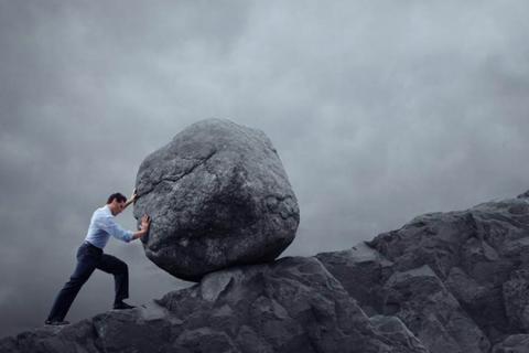 أربع خطوات لاكتساب قوة الإرادة أمام الأزمات