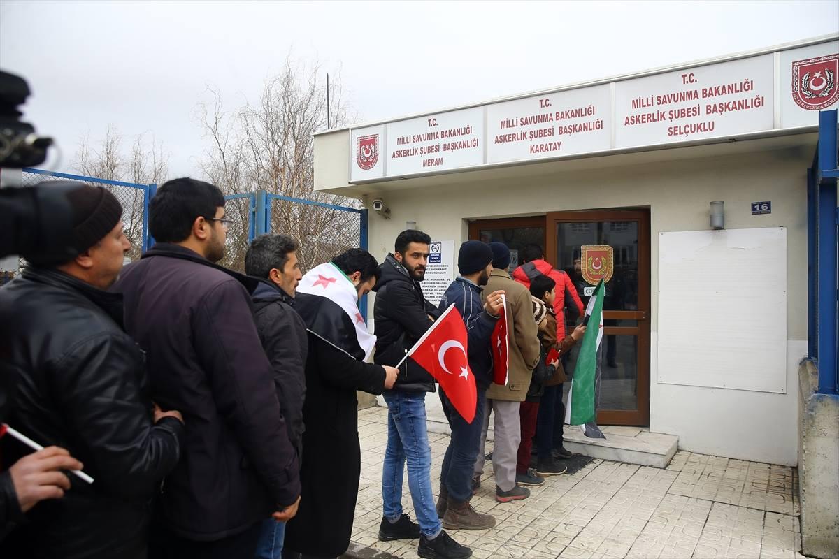 شاهد.. شبان سوريون يتوافدون إلى شعب التجنيد التركية للتطوع في عملية