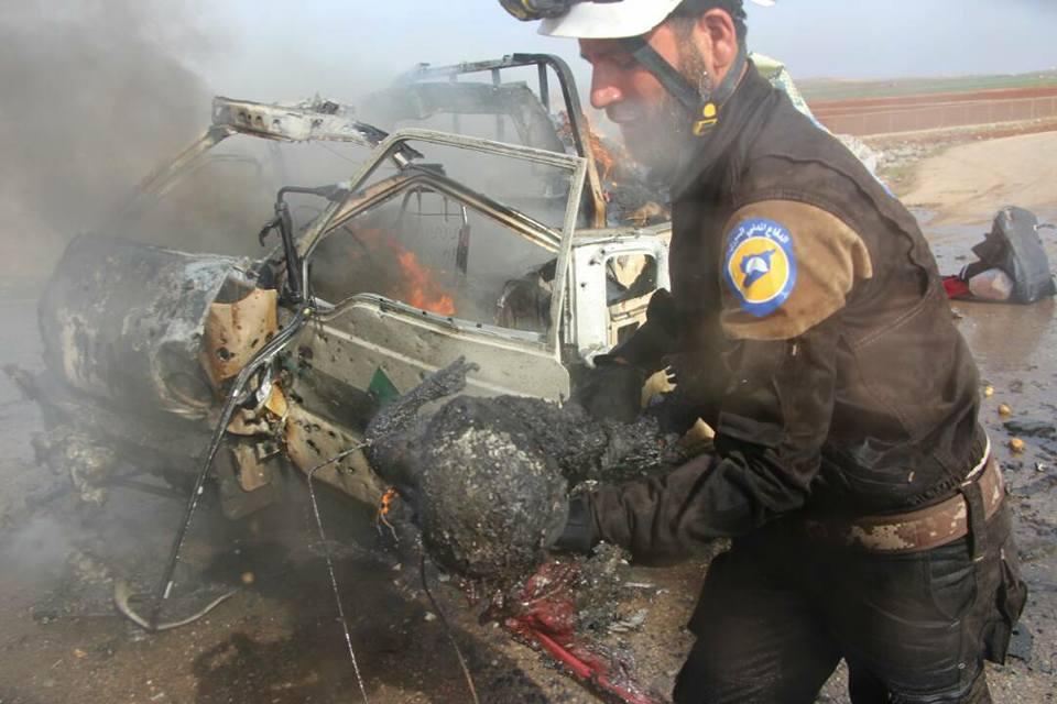 7 ضحايا جراء قصف جوي على سيارات النازحين جنوبي حلب