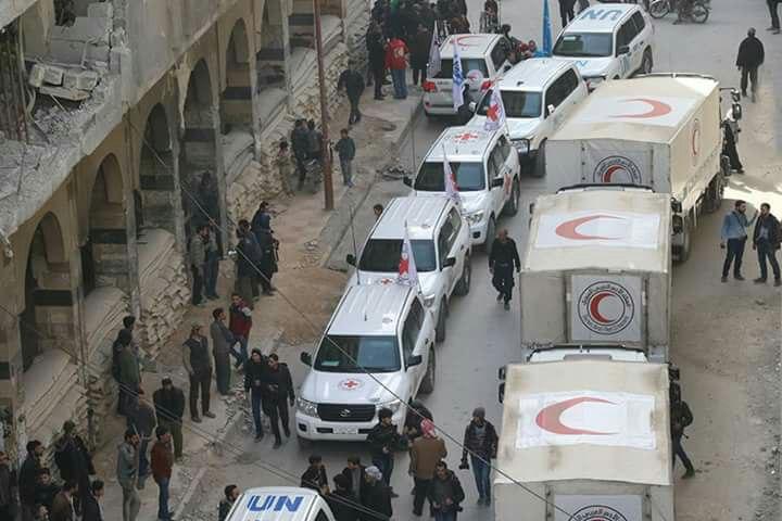 قافلة مساعدات على مشارف الغوطة بانتظار إذن للدخول