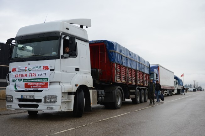 الهلال الأحمر التركي: وزعنا 145 شاحنة مساعدات في إدلب وريف اللاذقية الشهر الماضي