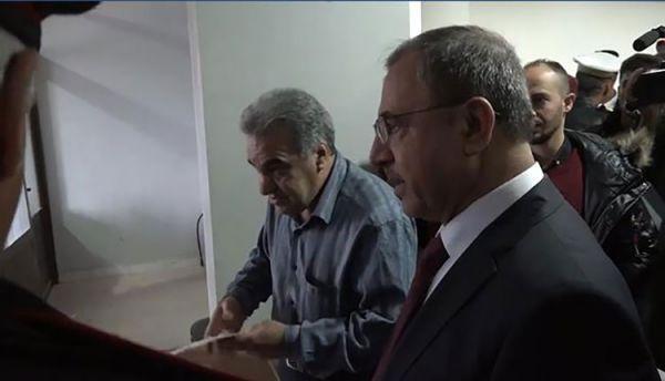 وزير داخلية النظام يضبط موظفاً ارتشى 50 ليرة، وموالون يعلقون: