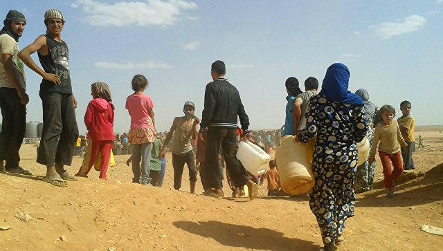 الانتهاء من توزيع قافلة المساعدات الإنسانية التي دخلت مخيم الركبان