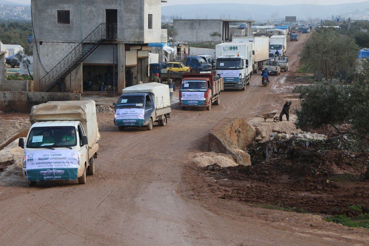 تركيا تواصل إرسال المساعدات إلى مخيمات الشمال السوري