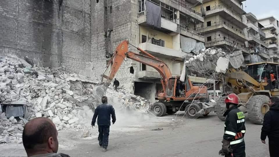 ضحايا نتيجة انهيار مبنى من أربعة طوابق في حي صلاح الدين بحلب (صور)