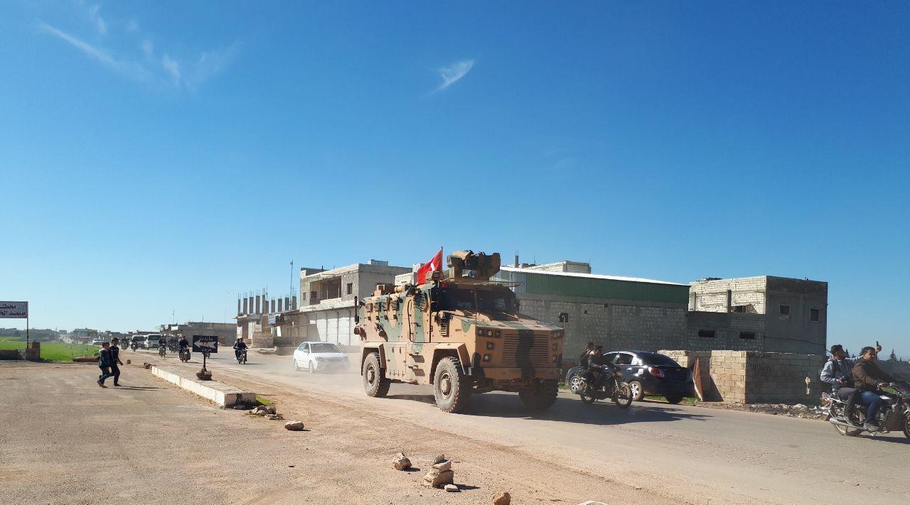 الجيش التركي يسيّر أول دورية عسكرية في المنطقة العازلة بإدلب