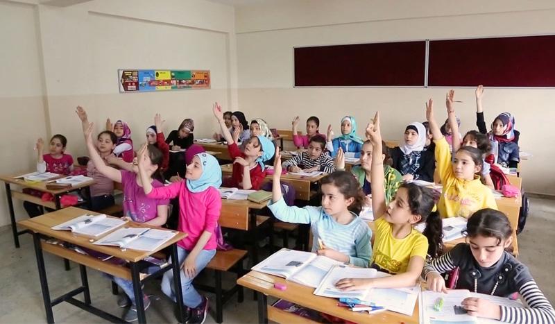 وزير التربية التركي: نسبة تعليم السوريين ارتفعت 70%