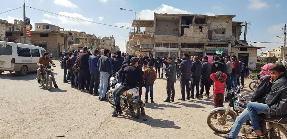 درعا على صفيح ساخن .. دعوات لعصيان مدني وتحذير الشباب من الانضمام لميلشيات الأسد