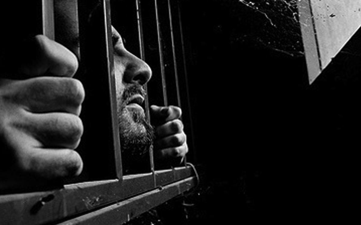 معتقل سابق يروي تفاصيل تعذيب صادمة في سجون الأسد