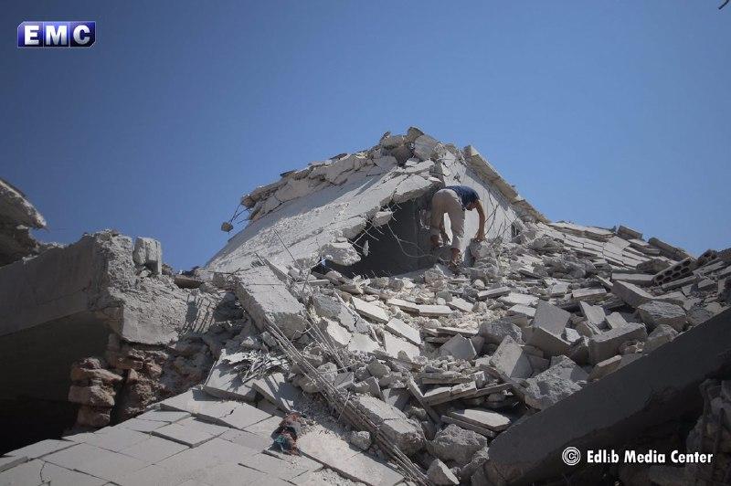 سماء إدلب ملبّدة بالطائرات ..12 طائرة تقصف ريف إدلب في وقت متزامن