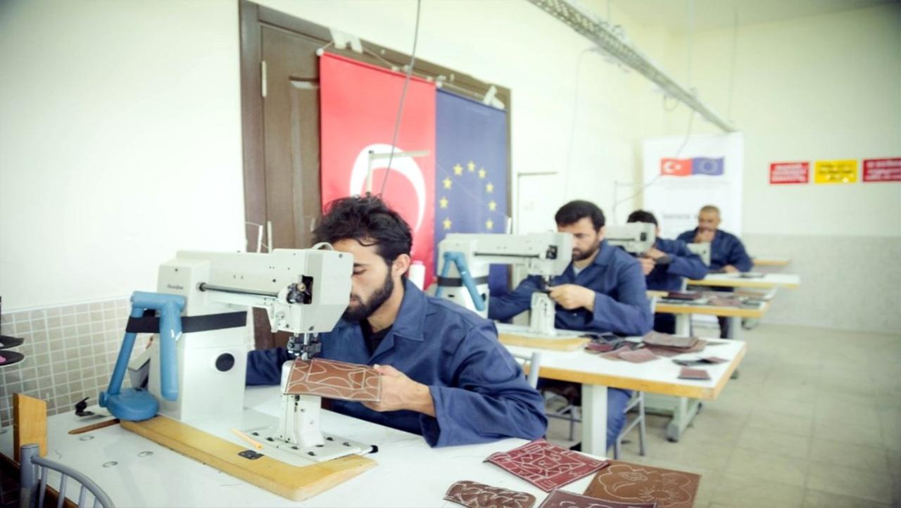 تسهيلات جديدة وحوافز لمشغلي السوريين في تركيا... تعرّف إليها