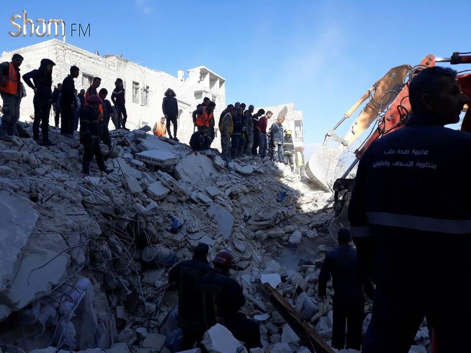 ضحايا جرّاء انهيار مبنى سكني وسط حلب (صور)