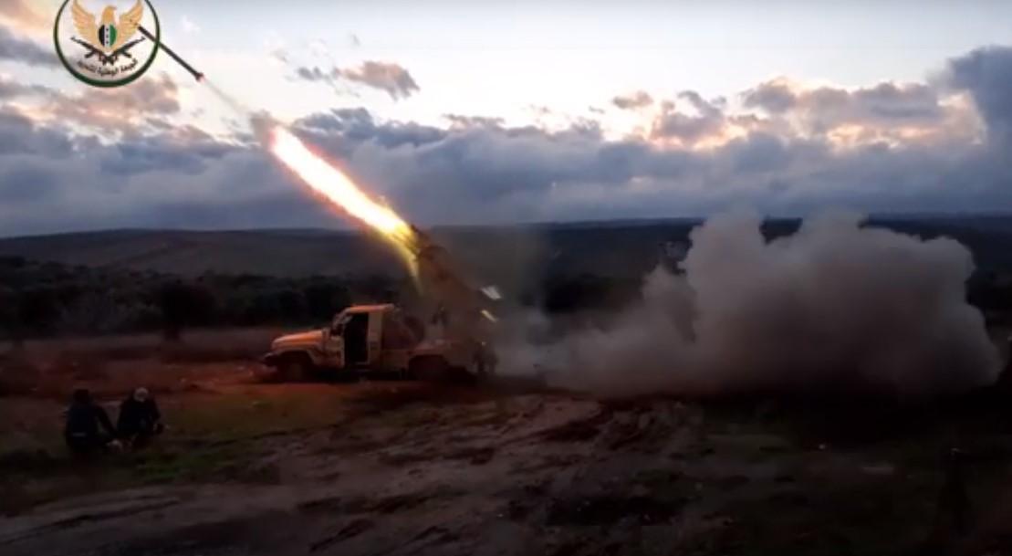 الثوار يشنون هجوماً واسعاً على مواقع ميلشيات الأسد جنوب إدلب