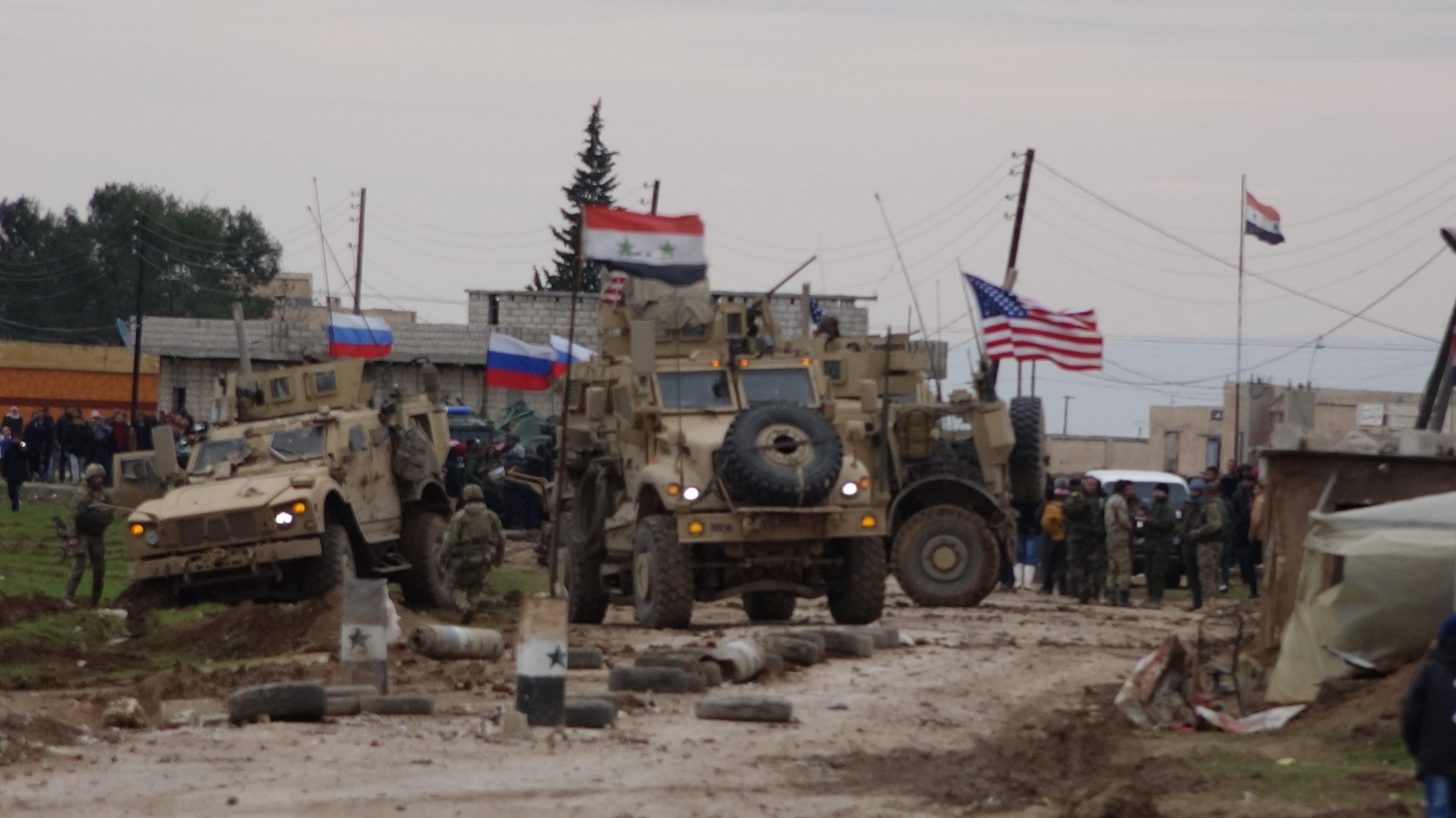 مقتل عنصر لميلشيات الأسد إثر اعتراضها دورية أميركية شرقي سوريا