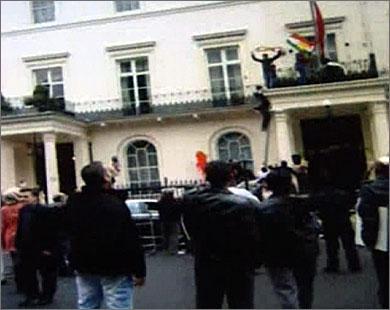 اقتحام عدة سفارات سورية عبر العالم