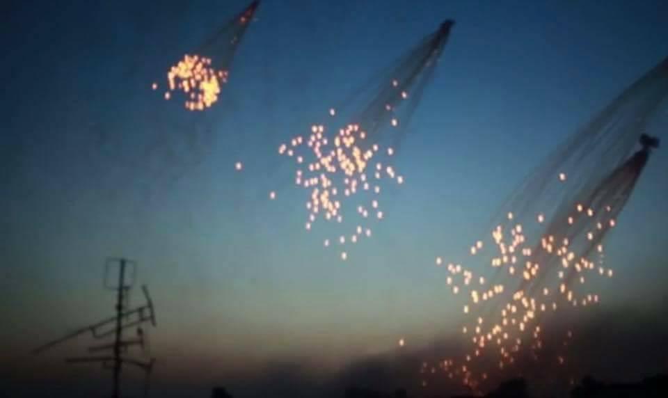 شاهد: لليوم الثاني على التوالي..التحالف الدولي يحرق أحياء الرقة بالفوسفور الأبيض