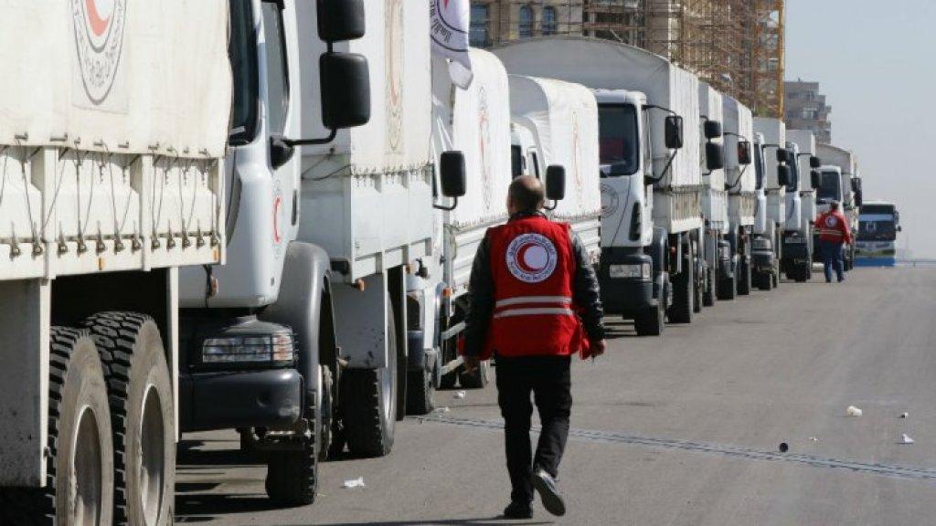 41 شاحنة محملة بالمساعدات الغذائية والطبية تدخل مدينة الرستن بريف حمص
