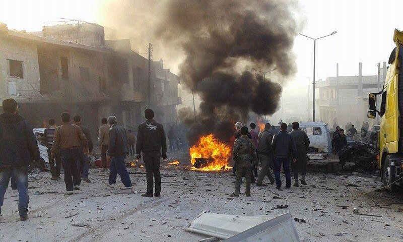 غارات روسية على إدلب والنظام يرتكب مجزرة مروعة في بلدة