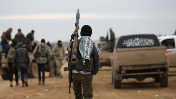 قيادي في الجيش الحر: تنظيم الدولة يتدرع بالمدنيين ويستخدم شبكات المياه للتنقل بين الباب وقراها