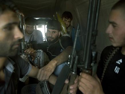 الجيش السوري الحر يدمر مطارين للنظام في حلب وحماة