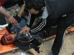 إسعاف الجرحى وإيصال الدواء جريمة في سورية :