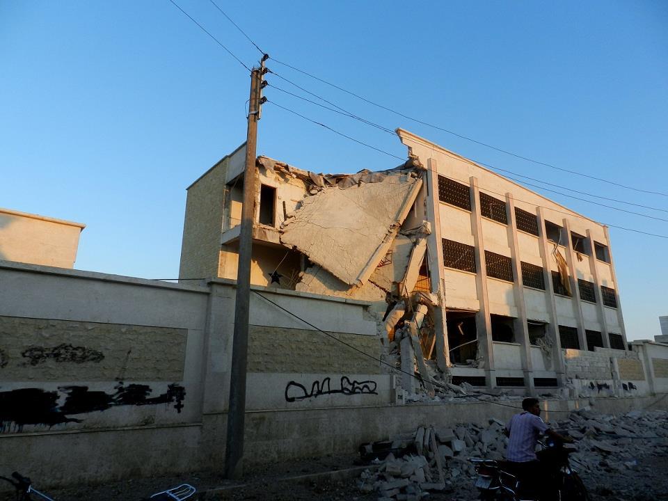 مدرسة تحت الأرض في دير الزور لمساعدة الأطفال على نسيان جحيم القصف