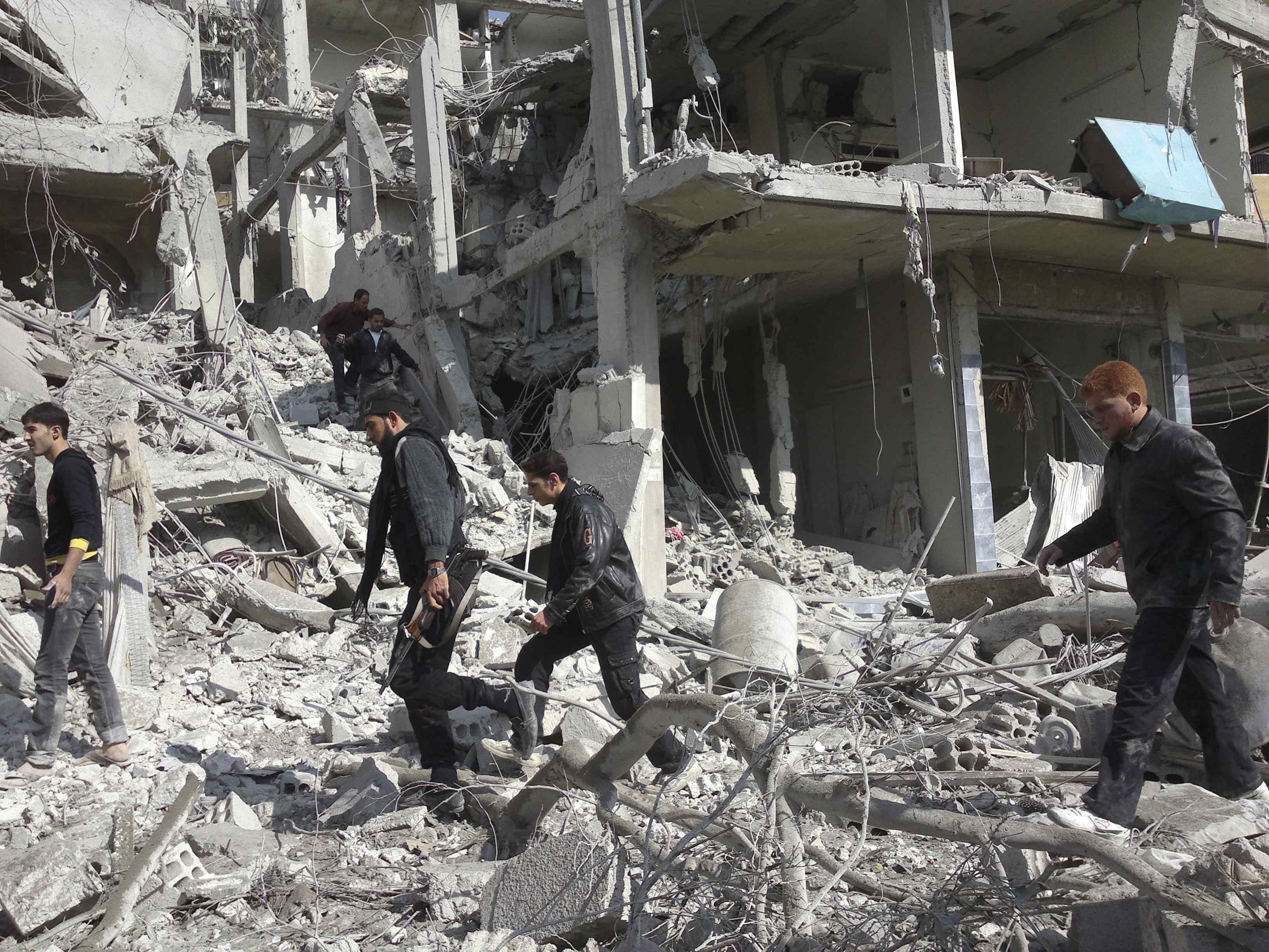 نشرة أخبار سوريا- أكثر من 700 غارة جوية على حلب خلال اليومين الماضيين، والعبدة يؤكد على ضرورة دخول قوات